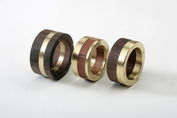 Ringe aus Holz mit Gold
