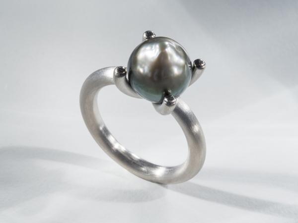 Perlenring mit Tahitiperle