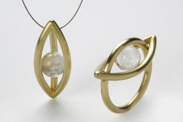 Ring und Anhänger aus Gold mit Bergkristall