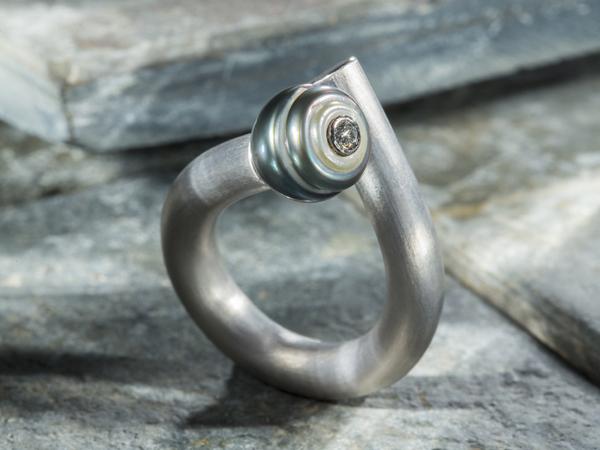 Ring mit Perle aus Palladium